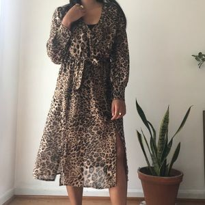 Boohoo Leopard midi Dress
